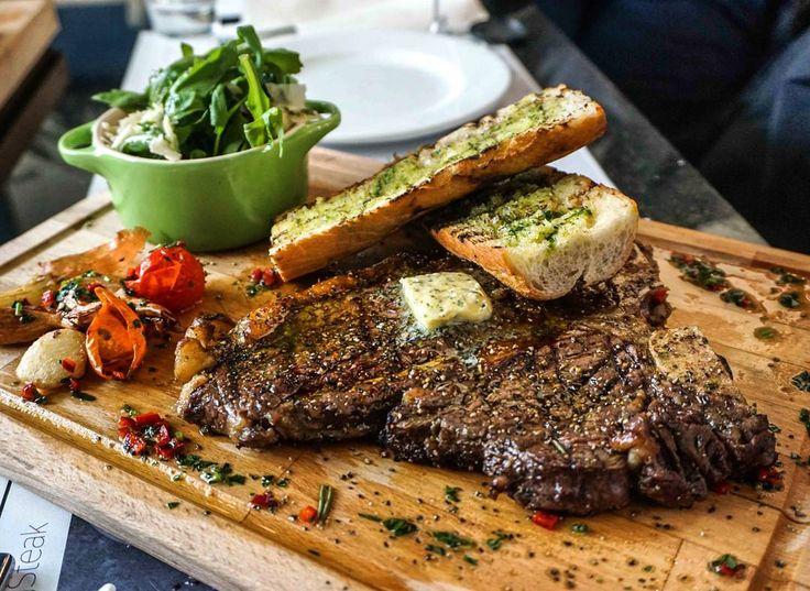 A jeśli obawiacie się że nie dacie rady Tomahawkowi jest jeszcze piękny T-bone. #steakbysteak @sheratonwarsaw  #karmimytrescia #haveabite #haveabitein #haveabitewarszawa #steaks #steak #stek #tbone #tbonesteak #foodie #foodporn #instafood #eater #warsaw #food #beef
