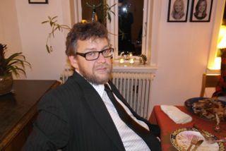 Læs artiklen om, hvordan Emil Raun gik fra at være nyudklækket Cand. Scient. Adm. til at være souschef.