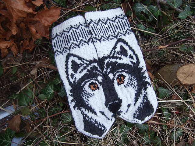 Wolfie mittens by JennyPenny