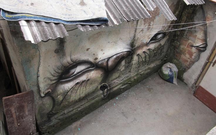 С 1997 бразильский художник Андре Муниз Гонзага своим уникальным стилем стрит-арт живописи стал превращать случайные поверхности в причудливые, деформированные лица. Его работы в этом году появились по всему миру – в Сенегале, Португалии, Германии, Нидерландах и конечно в его родной Бразилии.
