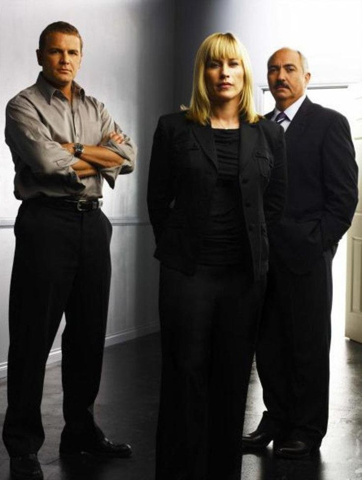 "David Cubitt (as Lee Scanlon), Patricia Arquette (as Allison DuBois), Miguel Sandoval (as Manuel Devalos) in ""Medium"" (TV Series)"