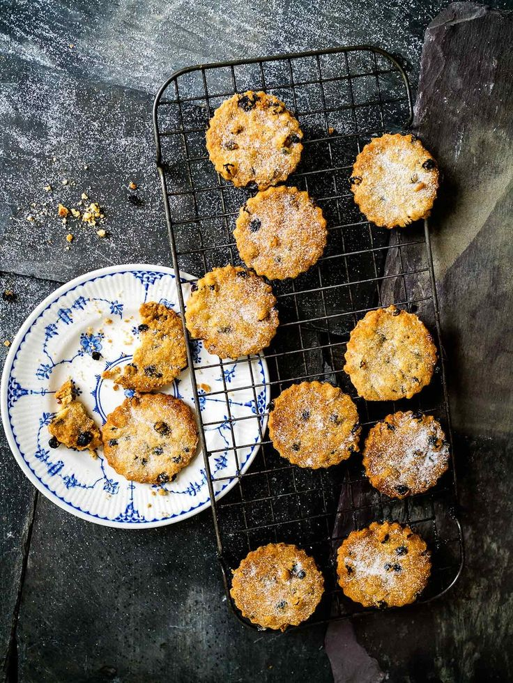 Deliciously crumbly Easter Biscuits! Vegan too!   Discover Delicious   #vegan #baking #recipe #cookies