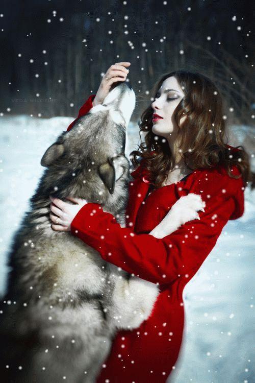 Sonia Desings: Lobo y Mujer de rojo