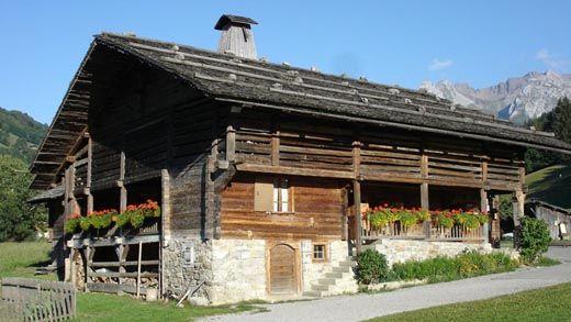 Le Grand Bornand, maison du Patrimoine @OTA visiter avec les Guides du Patrimoine des Pays de Savoie http://www.gpps.fr/Guides-du-Patrimoine-des-Pays-de-Savoie/Pages/Site/Visites-en-Savoie-Mont-Blanc/Genevois/Massif-des-Aravis/Le-Grand-Bornand