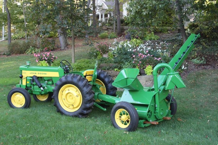 John Deere 430 Utility tractor with JD #43 Corn Sheller