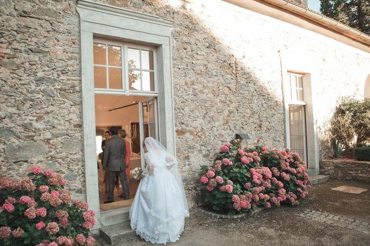 bride entering wedding hall - Schloss Altenhof Austria