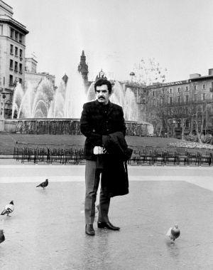 Plaza Cataluña, 1970. Un joven y aún no tan exitoso García Márquez en sus años barceloneses. / EFE