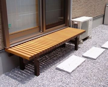 Engawa'縁側' is like a small balcony.This is a little one.