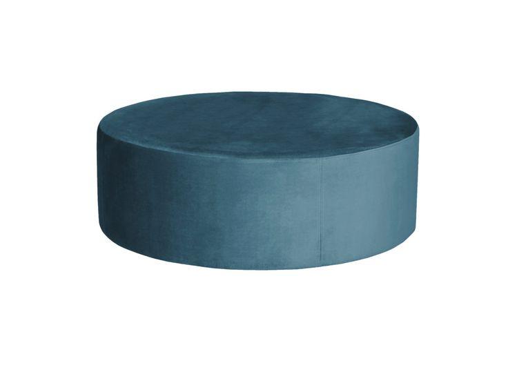 Vår ottoman från serienBLANCA passar lika bra som fotpall, sittpuff eller varför inte som bord med lite snygga böcker och en bricka på! Även ottomanen är i sammet av 100% bomullfrån Italien och kommer i två storlekar.  Mått:  Diameter: 90 cm/70 cm  Höjd: 32 cm  Leverans  Alla stoppade möbler från MELIMELI görs på beställning och levereras inom 8-12 veckor. I din varukorg väljer du om du önskar leverans eller om du själv vill hämta upp din möbel på vårt lager i Haninge. Vi kommer att k...