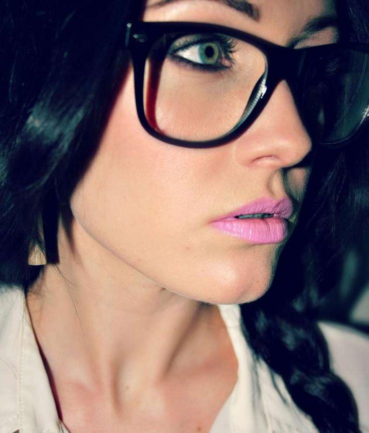 Make up per chi porta gli occhiali - Labbra rosa per make up occhiali