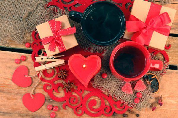 Tenemos para ti una linda propuesta para que puedas decorar una mesa para San Valentín. Con estos hermosos detalles, tú y tu pareja o tus amigos disfrutarán una hermosa velada este 14 de febrero