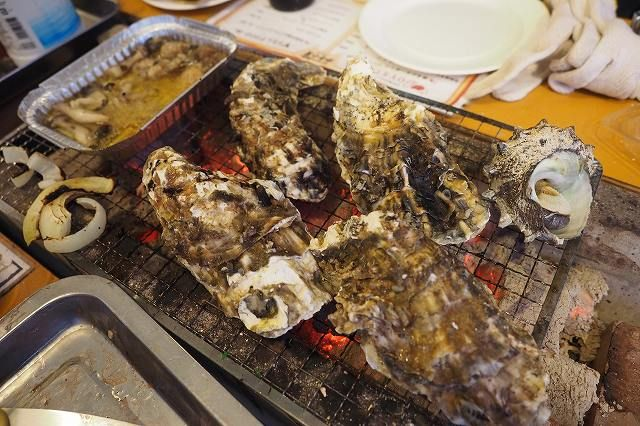 夜景が綺麗な横浜のベイエリアに、広島産のプリプリとした牡蠣が堪能できる〈かき小屋 by Tycoon…