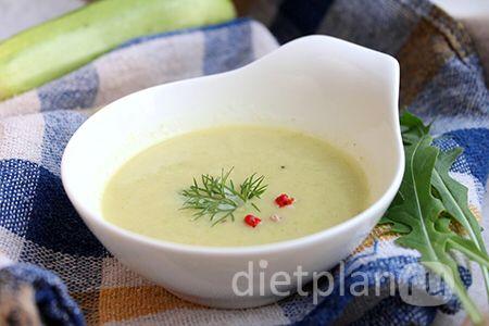 Суп-крем из кабачка Из сочетания нежного кабачка и пряного порея получается замечательное блюдо очень тонким вкусом, а после пюрирования оно обретает однородную красивую текстуру.  Мы будем готовить кабачковый суп без картошки и крахмалистых овощей, только из кабачка, лука и легкого бульона. Если вы на строгой диете, бульон можно заменить водой. Кстати, кабачки обладают легким мочегонным действием, нормализуют баланс воды и соли в организме. Ингредиенты (на 1 порцию): - кабачок – 1 шт…