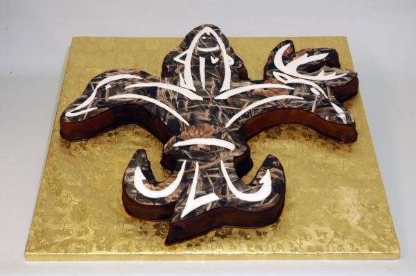 sportsman paradise fleur de lis Louisiana cake hunt fish