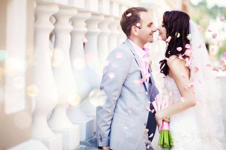Mit diesen 5 Tipps gelingen Ihnen die schönsten Hochzeitsfotos. Jetzt mehr über die richtigen Blickwinkel und Einstellungen erfahren.