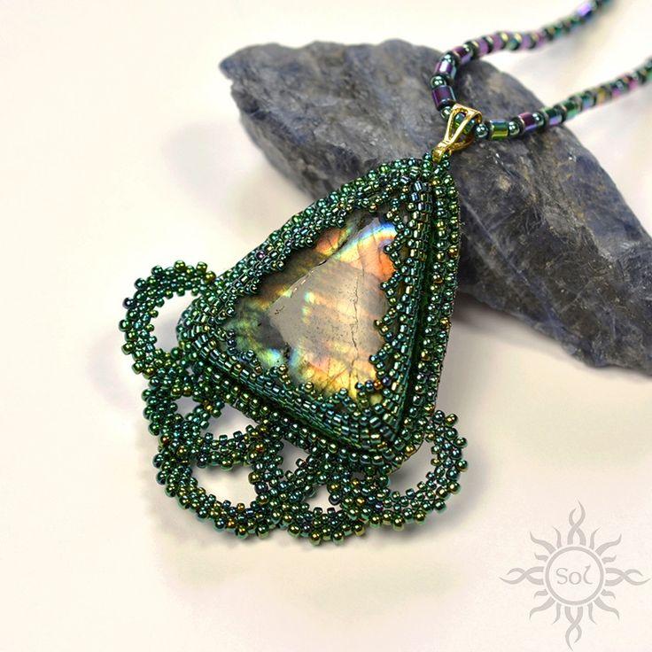 Anna Nieśpiałowska, Sol. Necklace with rainbow labradorite and peacock feather.  http://polandhandmade.pl/kategorie/beading/niespialowska-anna-sol/  #peacocknecklace #rainbowlabradorite #woodlandfairy #labradoritejewelry #peacockjewelry #flashlabradorite