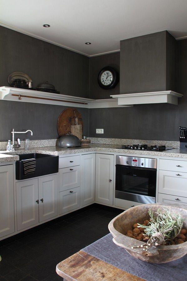 landelijk stoere keuken in grijstinten :: the ceiling trim is interesting and do-able for my two spare bedrooms::