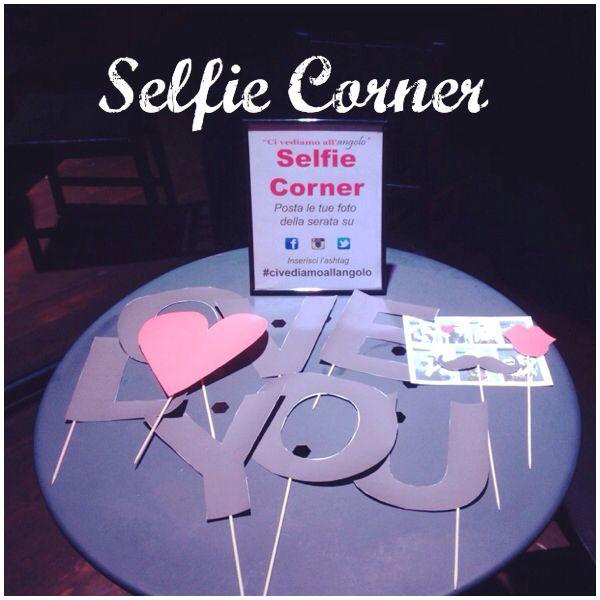 """""""CI VEDIAMO ALL'ANGOLO"""" the selfie corner...."""
