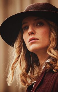 Annabelle Wallis as Grace Burgess ( Peaky Blinders)