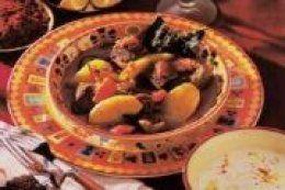 Goulache de boeuf à la hongroise : recette traditionnelle de boeuf mijoté à base de #paleron, oignons, tomates, ail, pomme de terre & crème fraiche 30 min de préparation // 2h30 de cuisson #recette #cuisine #viande #boeuf