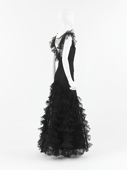 """Dress, Evening  House of Chanel  (French, founded 1913)   Designer:Gabrielle """"Coco"""" Chanel (French, Saumur 18831971 Paris)Date:1932"""