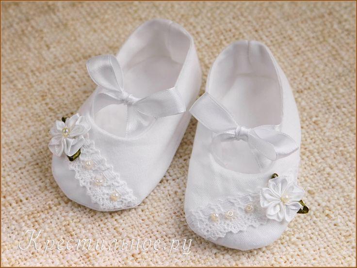 Нарядные туфельки сшиты из плотной хлопковой ткани сатинового переплетения.