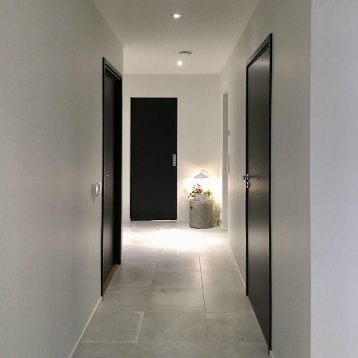 Eteinen, käytävä, pukuhuone. My home @raksatarinoita