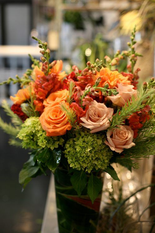 Snapdragons and roses . . . This would look nice as a tall centerpiece with purple added and curly willow