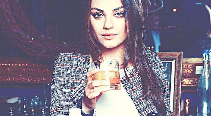 8 Reasons Why You Should Always Date the Girl Who Drinks Whiskey Image