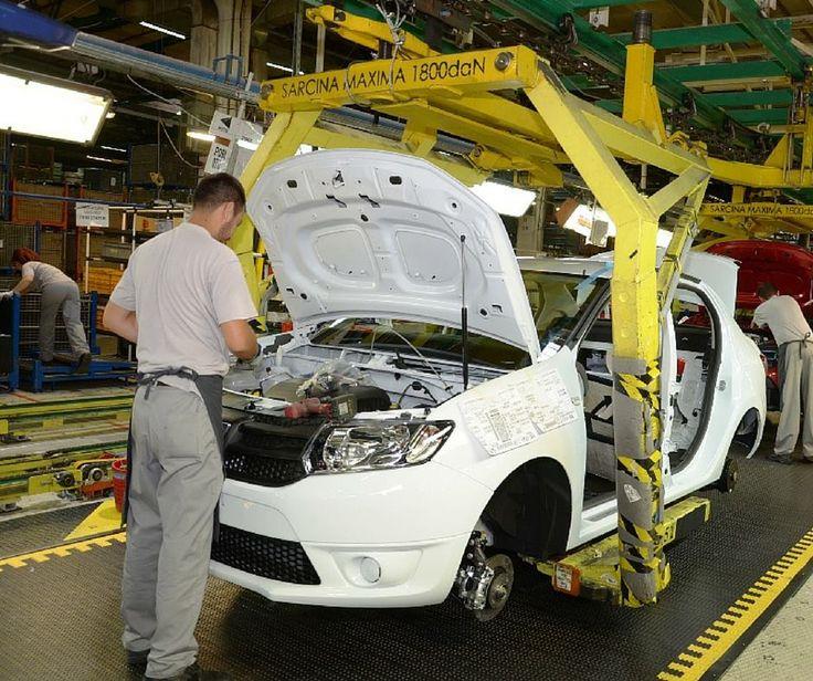 Este cel mai popular model de la relansarea din 2004. Cine își dă seama care este modelul Dacia de pe linia de asamblare?