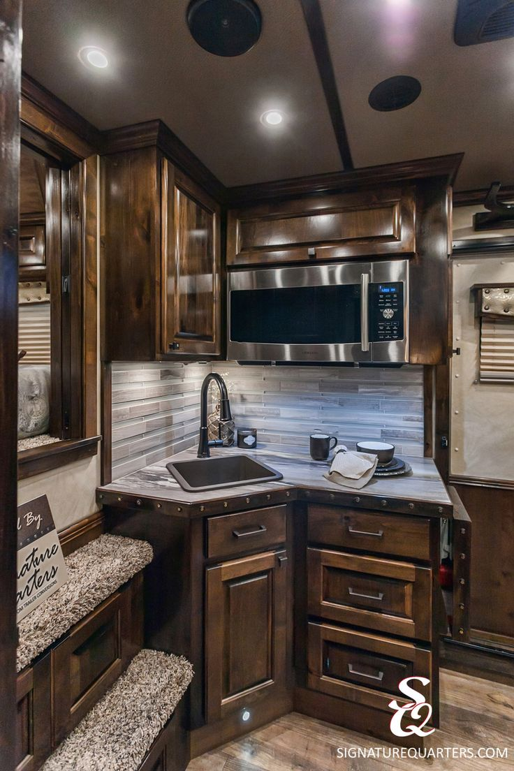 "Do you want more cooking and food prep space in your horse trailer or would you rather more lounging and relaxing space?  This beautiful living quarters offers a ""just right"" kitchen area to allow for more living space."