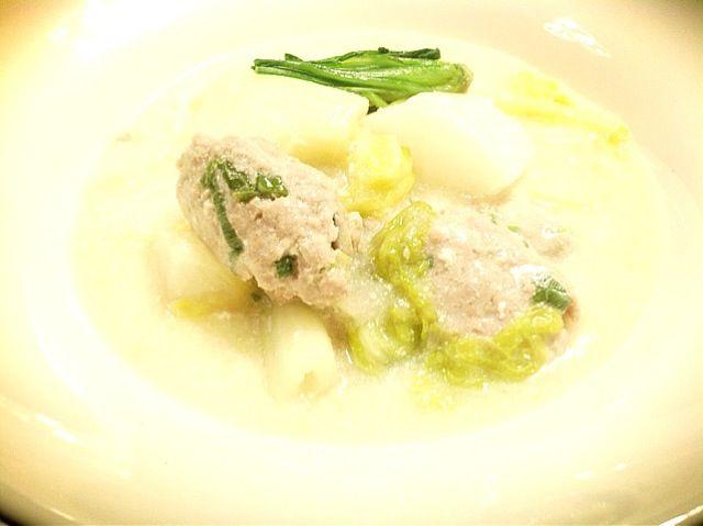 ヘルシーなももミンチに椎茸、青ネギを混ぜて〜 とろみをつけると寒い日にはほっこりとなります〜✨ - 20件のもぐもぐ - 豚肉のお団子〜豆乳シチュー by sumimi216