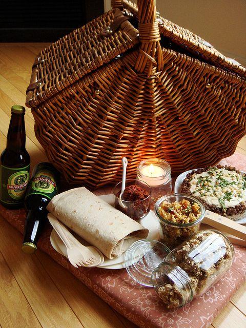 die besten 25 picknick drinnen ideen auf pinterest romantische nacht freund berraschen und. Black Bedroom Furniture Sets. Home Design Ideas
