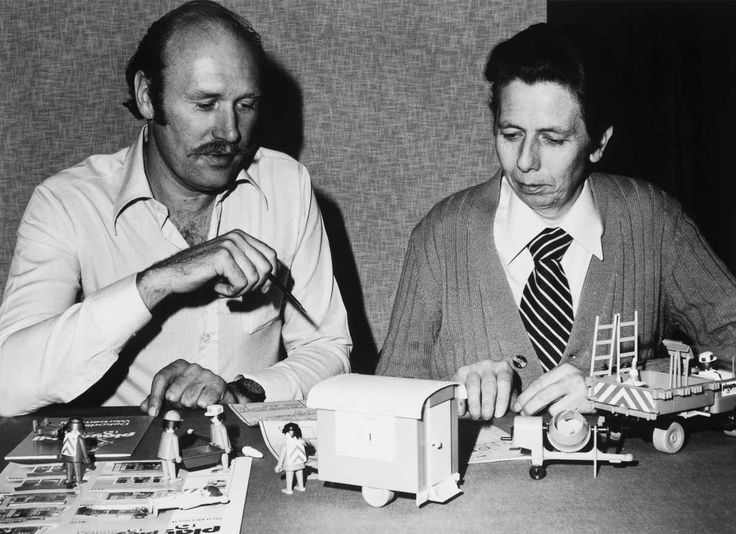 Hans Beck (derecha) creador de los Playmobil  #Branding #juguetes #navidad #muñecos #toys #historia #logo