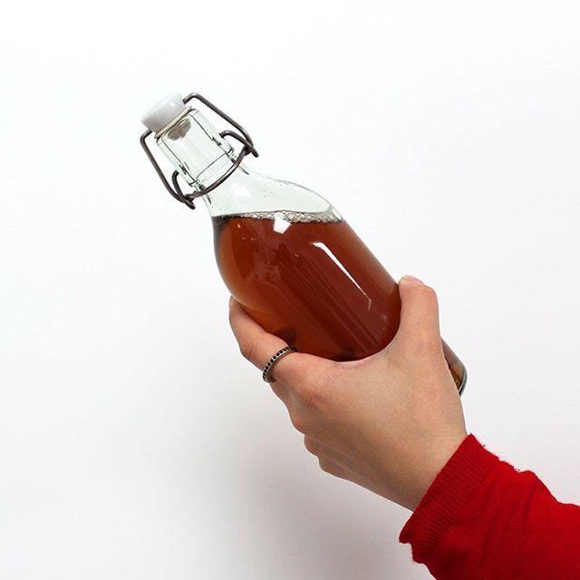 A ingestão de agua por si só nem sempre é fácil de se fazer ou até mesmo para combater a retenção de líquidos. Como tal o A.R.L. Lev com sabor a ananas e chá verde ajuda-lhe a resolver este problema! 😉 sabe mais em Lev.pt