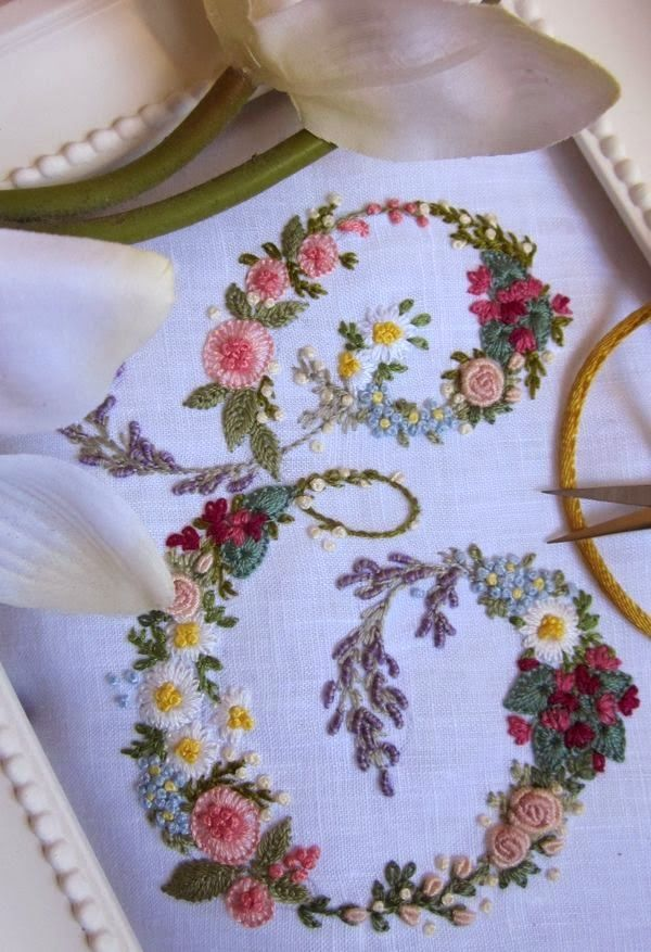 Embroidered letter 'E', (Royer 254, enlarged to 12 cm) Elisabetta ricami a mano <> (needlework, embroidery, monogram, alphabet)