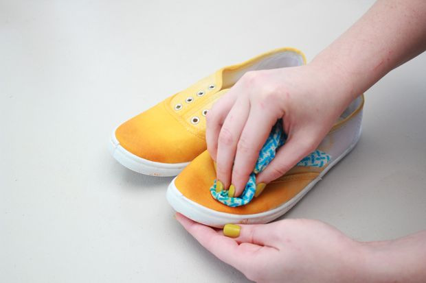 Dip-Dyed Shoes ~ White canvas shoes and fabric dye. Easy and fun for summer!