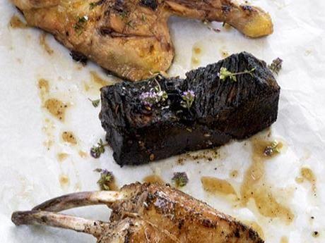 Grillbricka med högrev, kyckling och fläskkotlett Receptbild - Allt om Mat