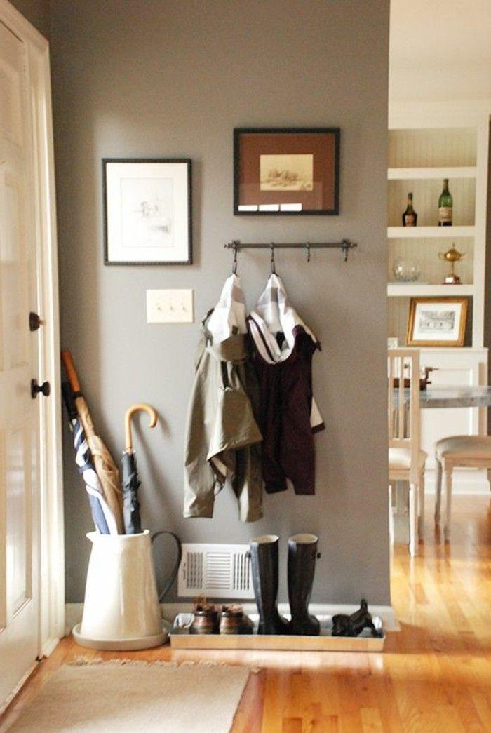 mur beige pour le petite entre tapis pres de la porte d entree vestiaire