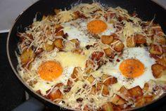 Gebakken aardappels met spek en eieren In Duitsland noemen ze dit een Bauern Frühstück