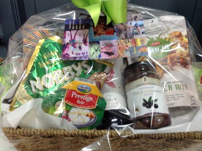 Christmas Mixed Basket with Wine