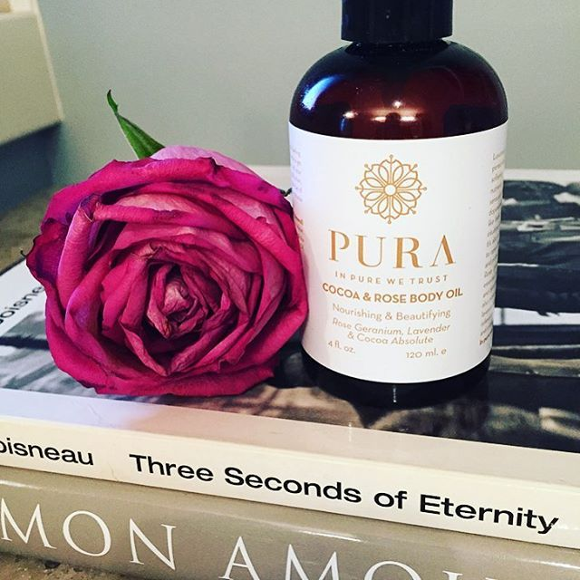 The Cocoa and Rose Body Oil by @purabotanicals is rich and nourishing. It is simply heaven after a warm bath or shower.🛁🌹 #bodyoil #rose #cocoa #lavender #nourish #sweetalmondoil #vanilla #calendula #smallbatch #curatingcanada