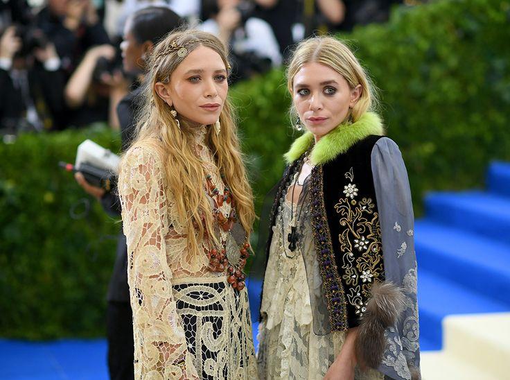 Эшли и Мэри Кейт Олсен и  марка The Row стала одним из любимейших брендов модных критиков.