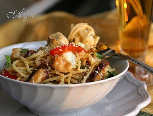 Лапша с овощами и курицей по-китайски/  Chicken lo mein