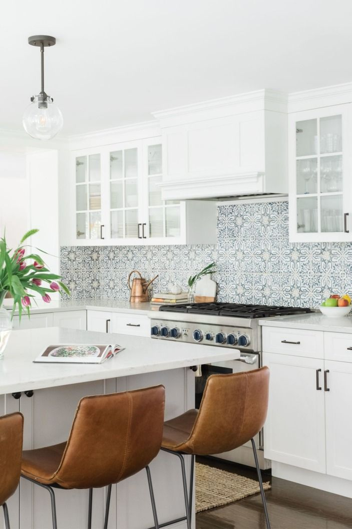 Homepolish designer Shannon Tate knows you can't always splash around in Mexican waters, so she created the most beautiful, Mexican-inspired backsplash instead for this Los Angeles abode.
