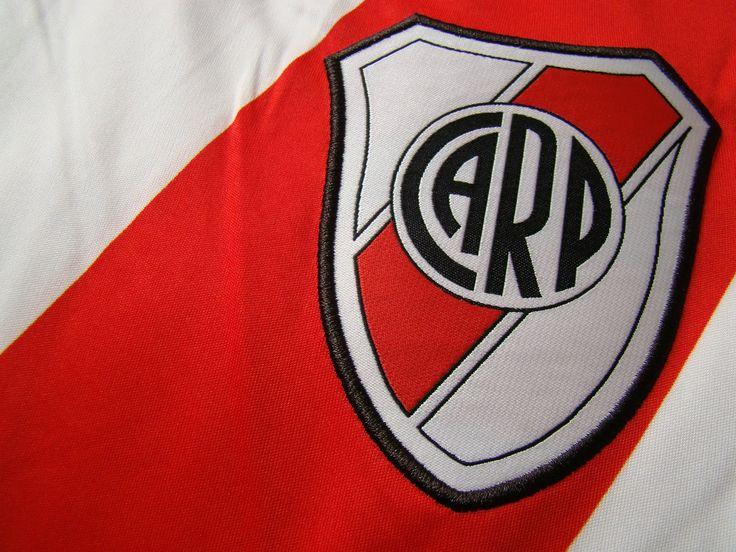 Un 25 de Mayo de 1901 se fundaba uno de los clubes más grandes del fútbol argentino, El Club Atlético River Plate.  Es el club que más partidos ganó, más goles metió, menos goles le convirtieron y el que menos partidos ha perdido durante todo el profesionalismo en el Fútbol Argentino.