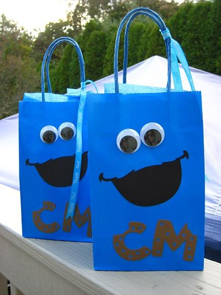 Cookie Monster Party. awesome idea for the eyes.