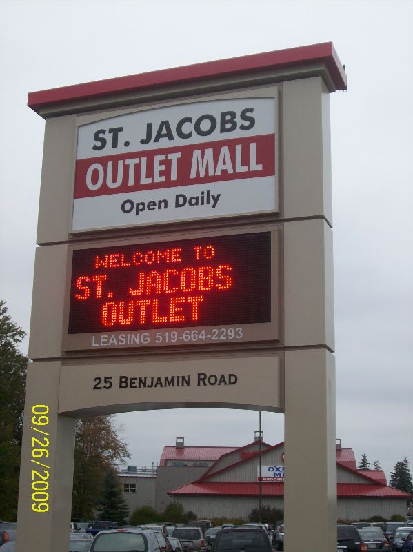 The electronic sign welcoming visitors to st. Jacobs
