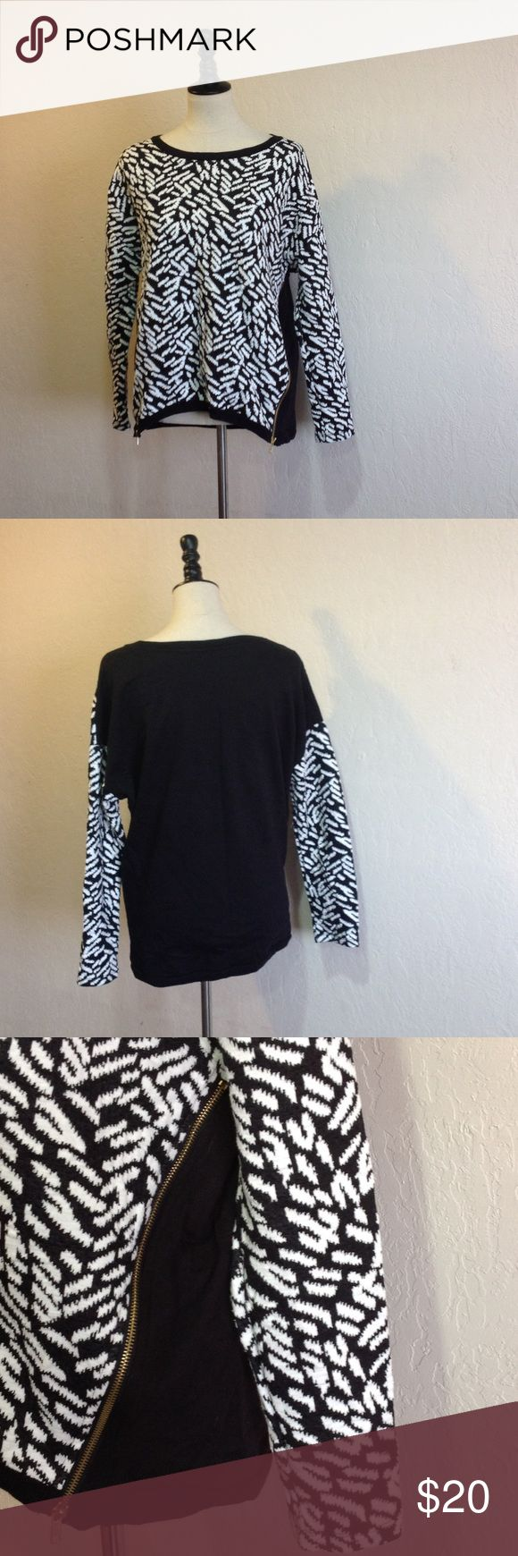 Forever 21 Sweater Forever 21 • long sleeve sweater • black & white pattern • gold side zippers • worn once • size:M Forever 21 Sweaters