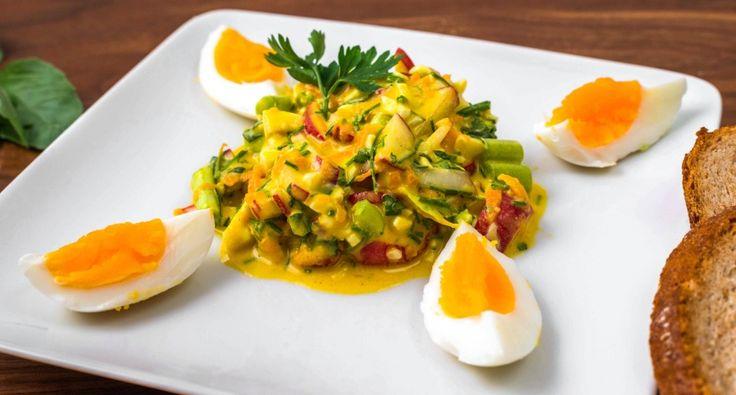Fitt tojássaláta recept: Zseniális fitt tavaszi tojássaláta recept, amit önmagában is fogyaszthatsz, vagy köretként szárnyasok mellé is kiválóan passzol. Próbáld ki ezt a finom tojássaláta receptet! ;)